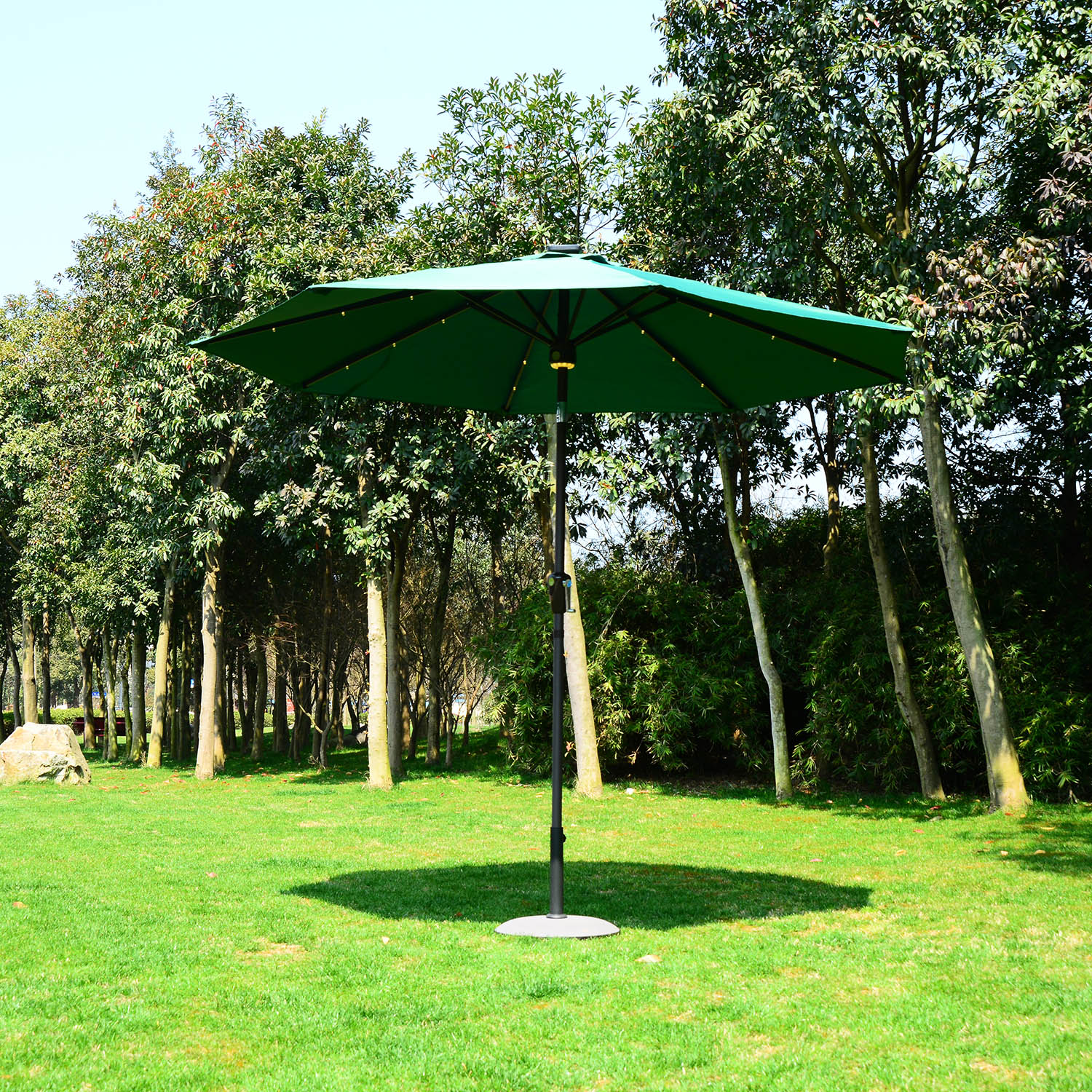 Image of EUR59,99 Sombrilla inclinable tipo Parasol con Luz LED y Altavoz - Color Verde Oscuro - Aluminio - Φ2.75x2.33m Black Friday 840-123GN 8435428715021